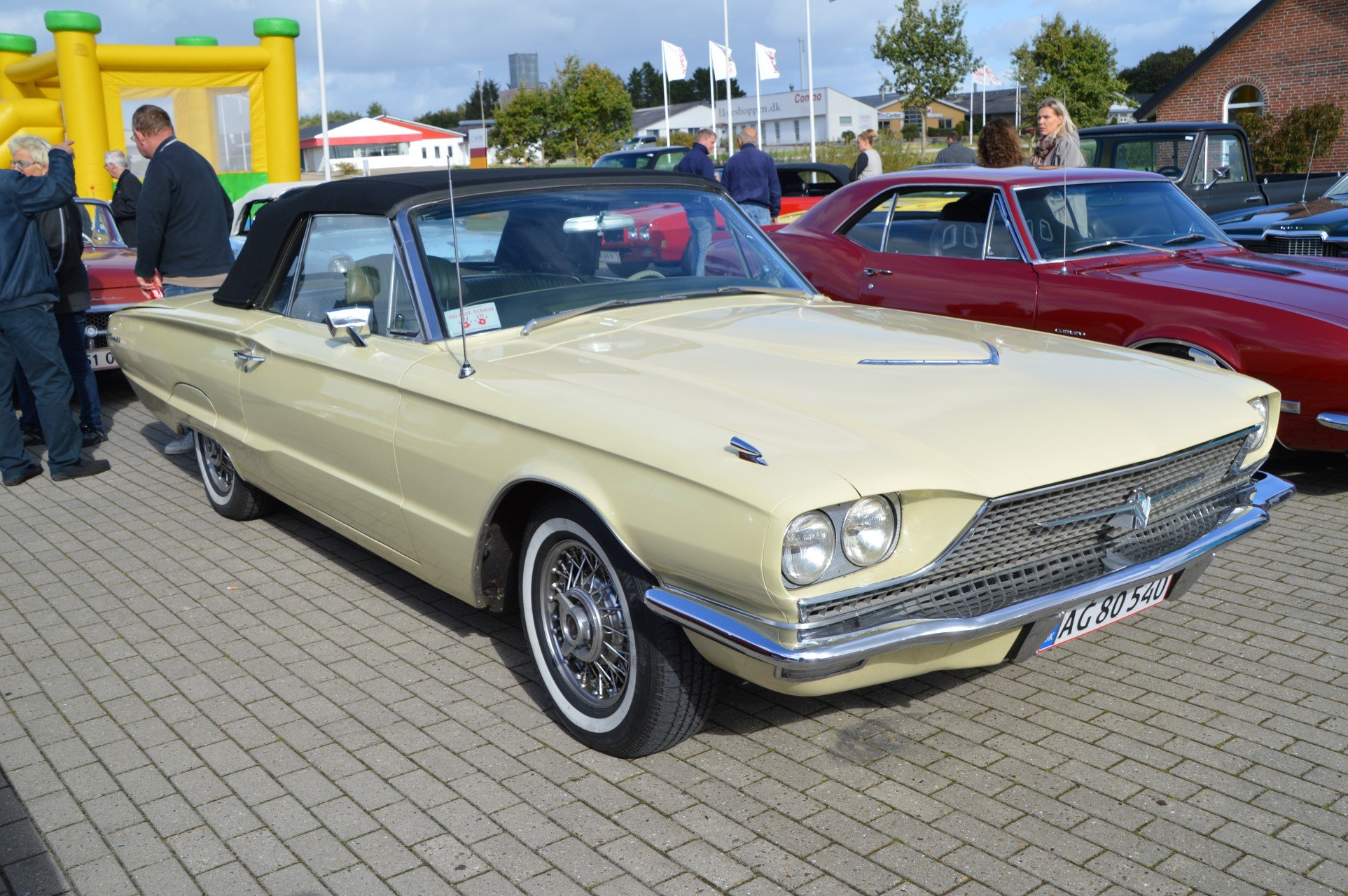 1966-ford-thunderbird-convertible-1-037